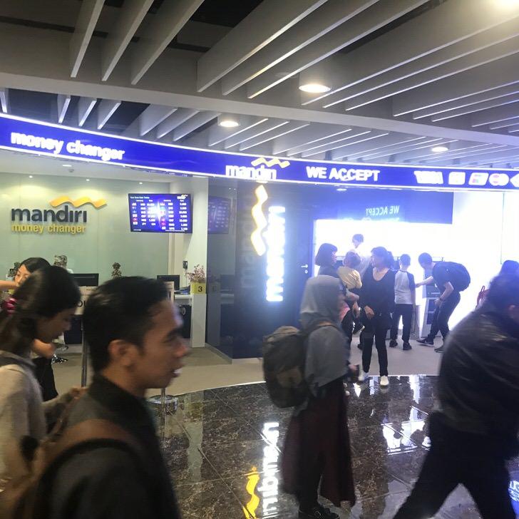 バリ島 空港 両替所 ATM