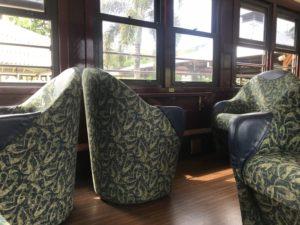 キュランダ 列車 ゴールドクラス 座席